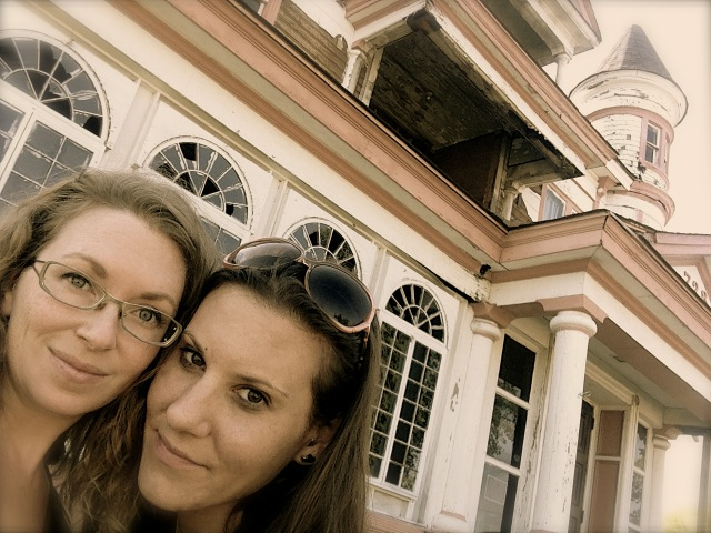 Shreveport was full of interesting old houses & buildings! Meg & I loved exploring.